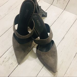 Barneys New York Women's Suede Shoes ❤️